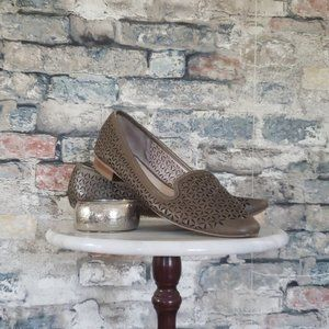 VINCE CAMUTO Lancer Mocha Perforated Flats Size 10